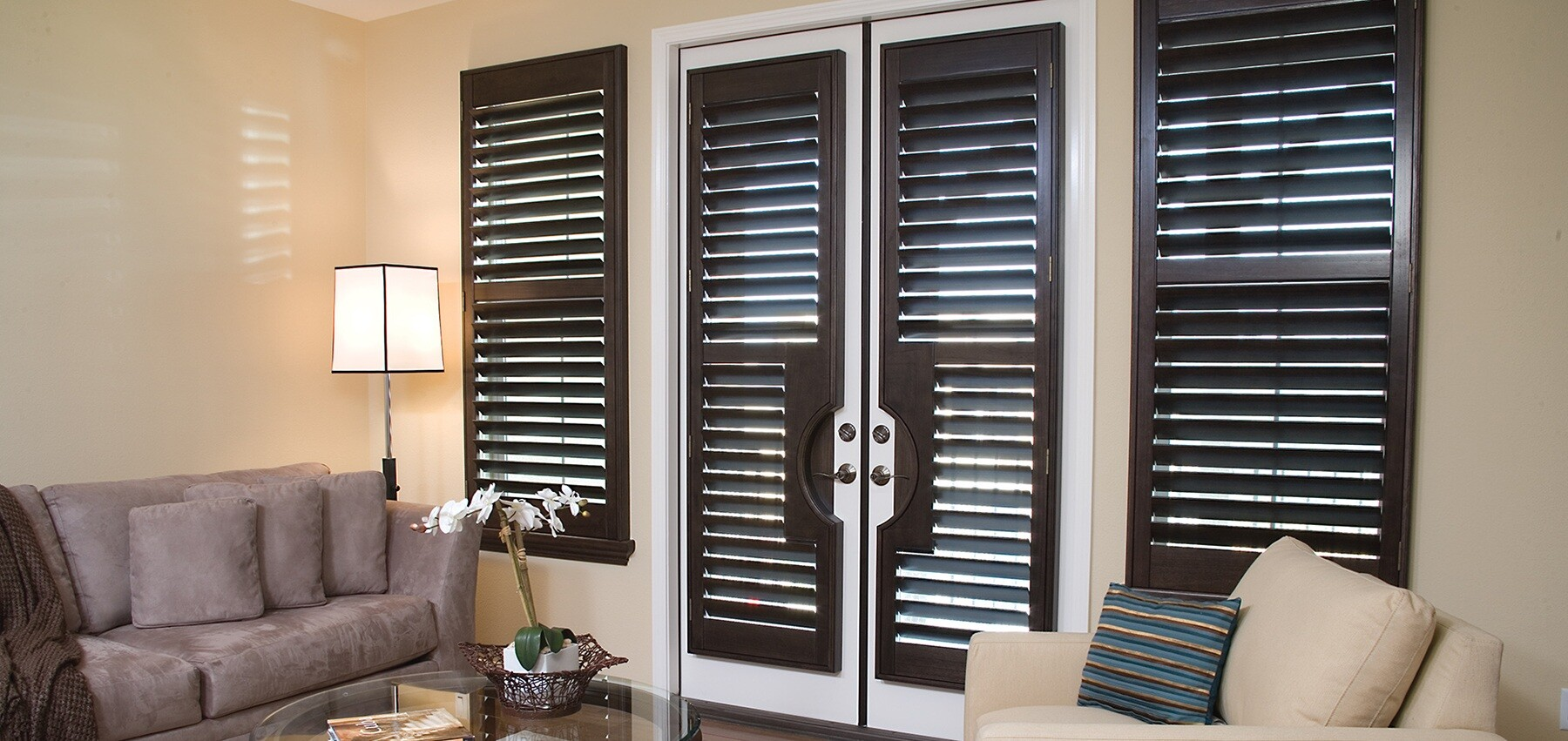 Home window plantation shutters Are plantation shutters still in style 2017